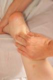 Myotherapy y puntas del disparador en el pie de atleta foto de archivo libre de regalías