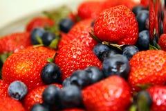 Myrtilles et fraises Image libre de droits