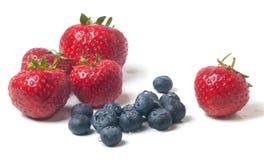 Myrtilles et fraises Image stock