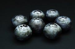 Myrtilles sur l'ardoise noire Images libres de droits