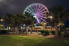 Myrtle Beach Ferries Wheel famoso nella sera immagini stock
