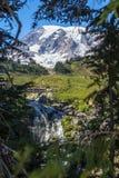 Myrtle Falls e montagem Rainier… uma caminhada curto do paraíso fotos de stock