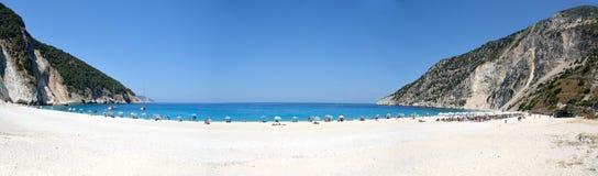Myrtos海滩全景在Kefalonia海岛 图库摄影