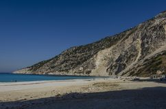 myrtos靠岸和山kefalonia部份看法  免版税图库摄影