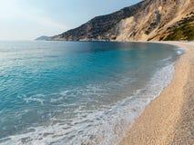 Myrtos strand (Grekland, Kefalonia, det Ionian havet) Arkivfoto