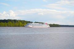 Myshkin, Rosja - mogą, 04, 2016: Statek obraz stock