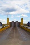 Myshkin, Rusia - pueden, 04, 2016: el camino que lleva al transbordador Imagenes de archivo