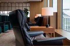 Mysig vardagsrum för Haneta flygplats, Tokyo, Japan Arkivfoton
