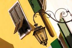 Mysigt fönster, geometri, streetlight Arkivbild