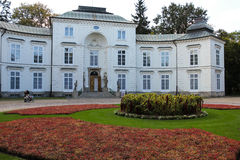Myslewicki slott. Warsaw. Polen. Arkivfoto