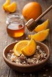 Mysli med apelsiner och honung arkivfoto