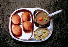 Mysore Bhajji mit Sambar u. Chutney lizenzfreie stockfotos