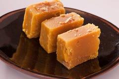Mysore Pak é um doce tradicional da Índia imagens de stock