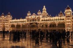 Mysore-Palast nachts Lizenzfreie Stockfotografie