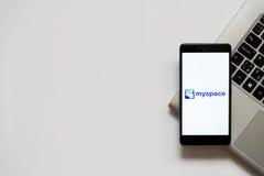 Myspaceembleem op het smartphonescherm Stock Afbeelding