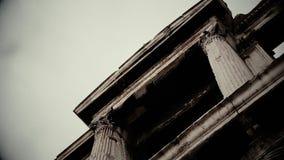 Mysteriöses frequentiertes Gebäude im Horrorfilm, furchtsamer alter Steinbau stock footage