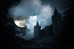 Mysteriöses mittelalterliches Schloss Stockbild