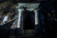 Mysthian ingång till Schlossbergen i Graz royaltyfria bilder