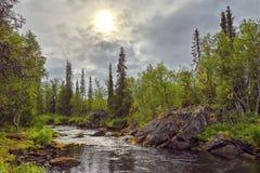 Mystiek landschap op de rivier Polisarke. Kola Peninsula. Royalty-vrije Stock Fotografie