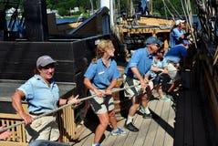 Mystiker, CT: Mannschafts-Zugseil auf Walfang-Schiff lizenzfreie stockbilder