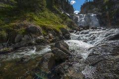 Mystiker faller den Yellowstone nationalparken Royaltyfria Foton