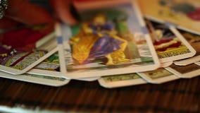 Mystikertarokkort som läser framtid stock video