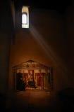 Mystische Ansicht in eine Kirche Stockbilder