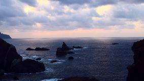 Mystischer Ozean an der Dämmerung stock video footage