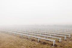 Mystisches drastisches Foto Haupttribüne im Nebel stockfotos