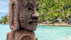 Mystisches Skulptur auf Strand Haad Salat in Koh Pangan Hügel mit Kokosnuss-Palmen im Hintergrund thailand Lizenzfreie Stockfotos