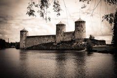 Mystisk gammal fästning Olavinlinna i Savonlinna Finland Royaltyfri Foto