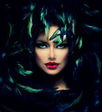 Mystisk kvinnastående Royaltyfria Foton