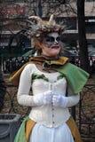 Mystisk kvinnastående Royaltyfria Bilder