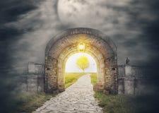 Mystisk portingång i paradis royaltyfria foton