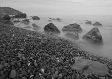 Mystisk stenstrand Arkivfoto