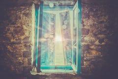 Mystiskt fönster arkivfoto