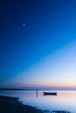 Mystiskt hav med fartyget naturliga abstrakt bakgrunder Royaltyfria Foton