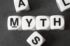 Mythe de Word sur des cubes en jouet Photographie stock libre de droits