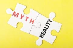 Mythe versus werkelijkheid royalty-vrije stock afbeelding