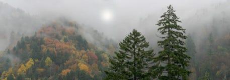 Mythische rauchige Berge stockbilder