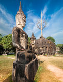 Mythologie en godsdienstige standbeelden bij Wat Xieng Khuan Buddha-park laos royalty-vrije stock afbeelding