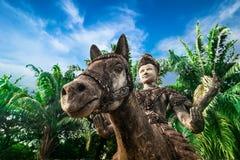 Mythologie et statues religieuses au parc de Wat Xieng Khuan Buddha laos image stock