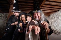 Mytisk familj av trollkarlar Royaltyfri Foto