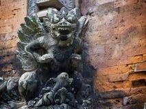 Mytologisk demonstaty för Balinese i Ubud, Bali, Indonesien royaltyfri fotografi