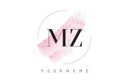 MZ M Z Watercolor Letter Logo Design con el modelo circular del cepillo Fotos de archivo libres de regalías