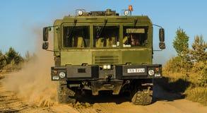 MZKTEN-79291 12Ñ… 12 är ett vitryskt mång--axel medel som planläggs för att bära ballistiska missiler royaltyfria bilder