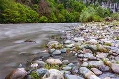 Mzymta-Fluss, Adler, Sochi, Russland Stockbilder