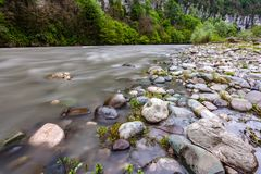 Mzymta-Fluss, Adler, Sochi, Russland Stockfotografie
