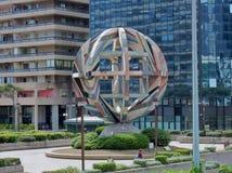Nápoles - escultura en el centro de la gestión imágenes de archivo libres de regalías