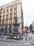 Nápoles, ITÁLIA - podem 17, 2015: emigrantes - troca de rua ilegal Imagem de Stock